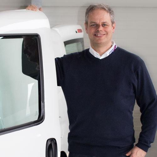 """Verkäufer Mario Nahnsen – kann nicht """"nur"""" Autos. Nutzfahrzeuge sind seine Leidenschaft."""