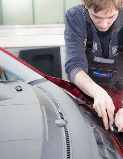Egal ob Scheiben tauschen oder Unfall-Reparatur in unserer Karosserie sind Sie in guten Händen